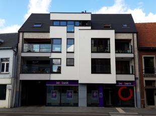 Prachtig nieuwbouwappartement (E70) in het centrum van Mol bestaande uit: inkomhal, leefruimte, geïnstalleerde open keuken, berging, nachthal, ap