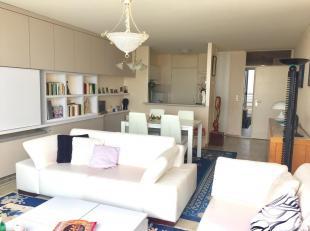 Dit ruim appartement is zeer centraal gelegen op de zeedijk te Blankenberge. Het appartement heeft 2 ruime slaapkamers, badkamer met ligbad, apart toi