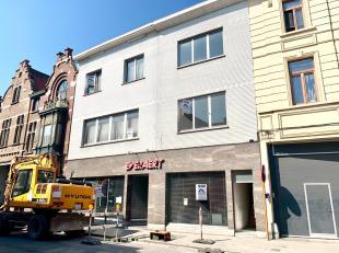 TOPLIGGING = een handelspand met een enorm volume (oude drukkerij) met 2 appartementen, waarvan één héél volumineus!<br />