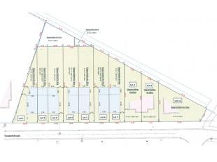 Op wandelafstand van het centrum en het treinstation vinden we dit perceel bouwgrond (lot 4) van 5 are voor een halfopen bebouwing.Er is een bushalte