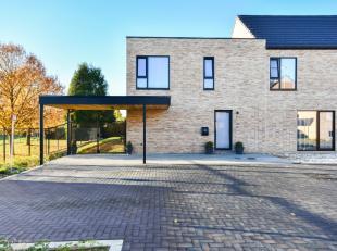 In Wilderen, een deelgemeente van Sint-Truiden vinden we deze halfopen nieuwbouwwoning terug, gelegen in een residentiële wijk.De woning ligt op