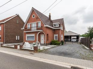 In het landelijke Budingen, een deelgemeente van Zoutleeuw, is deze op te frissen open bebouwing gelegen.In de directe nabijheid van de woning is een