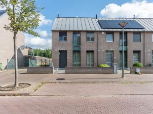 Op een rustige en kindvriendelijke ligging, op een boogscheut van de Diestersteenweg, vinden we deze instapklare woning met garage terug. De woning is
