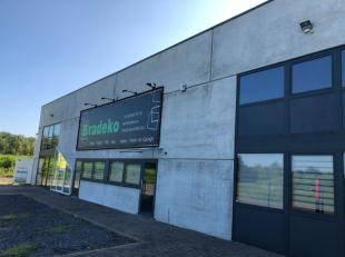 Jemappes - Ref. 5014 - Bâtiment industriel/commercial se composant d'un hall, de plusieurs bureaux, 1 cuisine, 2 W.C., 1 hangar avec mezzanine d