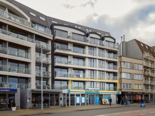 Luxueus appartement op de meeste gegeerde plaats te Bredene-Duinen, vlak aan het strand, de tram en de winkels. Het appartement biedt u een vrij zicht