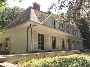 Karaktervolle en prachtige villa te Linden, residentieel gelegen op een perceel van 20 are! <br /> <br /> De villa dateert van 1975 en biedt talloze m