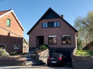 Perfect gelegen open bebouwing te Wilsele op een perceel van 8a56ca! Het gelijkvloers omvat een ruime inkomhal, leefruimte en keuken. Naast de leefrui