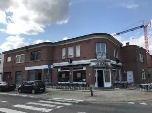 Uitstekend gelegen opbrengsteigendom te Rotselaar met 2 handelszaken en 3 appartementen! Indeling: Gelijkvloers: handelszaak 1 met terras, keuken en t