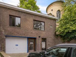 Deze opbrengsteigendom bestaat uit 1 magazijn en 1 appartement en bevindt zich op een toplocatie in Oudenaarde. Het geheel wordt verhuurd aan euro 117