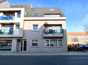 Dit recent appartement is gelegen op de eerste verdieping in het hartje van Oostkamp, op wandelafstand van de winkels en op een boogscheut van autosne