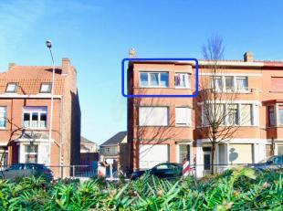 Mooi en gezellig vernieuwd appartement in rustige residentie, dichtbij de Brugse binnenstad. Indeling: ruime en lichtrijke leefruimte, keuken, douchek