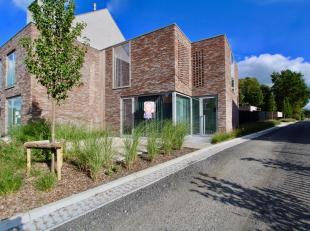 Moderne nieuwbouwwoning afgewerkt met een verfijnde architectuur nabij het centrum van Ruddervoorde.De energiezuinige en lichtrijke nieuwbouwwoning is