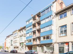 Leuk, op te frissen appartement, nabij centrum Ledeberg, met ruime living, keuken, badkamer, 2 slaapkamers en ruime berging. De ramen zijn reeds verni