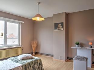 Deze woning kan mits renovatievan het gelijkvloersuw droomwoningworden: het heeft een bewoonbare oppervlaktevan maar liefst 236 m², heeft een gro