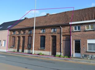 Afbraakwoningen in het centrum van Hamme op 1332,50m².<br /> Straatbreedte 13,20m.<br /> Voor eengezinswoningen gelden volgende bepalingen:<br />