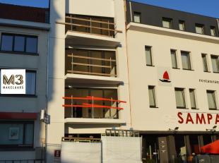 Investeringsproject nieuwbouw bestaande uit een handelsgelijkvloers van 200m² en 3 appartementenvan 80m² met 2 slaapkamers en terras. De app