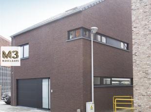 Spiksplinternieuwe, lichtrijke en energiezuinige woning in hartje Opwijk.<br /> In het centrum van Opwijk vlakbij scholen, winkels en park, staat een