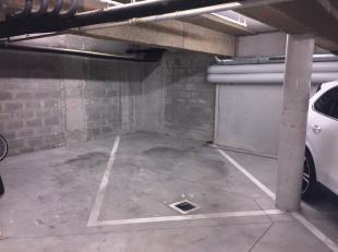 Drie beveiligde parkeerplaatsen gelegen onder een mooi gebouw (bouwjaar 2015)<br /> Parkeerplaats n°12 : 12 m² - n°10 : 11 m² en n&d