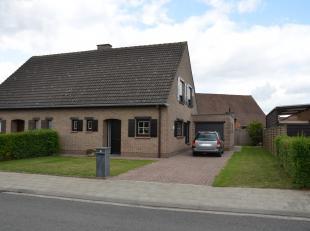 Piekfijn verzorgde instapklare woning met rustige ligging, aan de rand van Kuurne.<br /> De driegevel woning is heel netjes in stand gehouden en werd