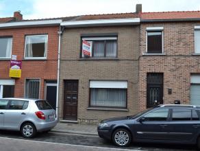 Deze knusse woning bevindt zich op een goede ligging, nabij het centrum van Hamme, scholen, een supermarkt en openbaar vervoer. Het gelijkvloers besta