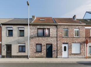 Heeft u interesse in een recente, instapklare woning? Deze woning werd gebouwd in 2003 en werd volledig met alle comfort opgetrokken. De muren, daken