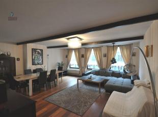 Gezellig triplex appartement met 3 slaapkamers, centraal gelegen in de binnenstad. Zeer aangename buurt, vlakbij alles, tussen de Zavel en Grote Markt