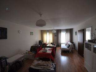 Zeer ruim 2-slaapkamerappartement (116 m²) vlakbij de Grote Zavel en het historische centrum van Brussel. Het appartement bestaat u een inkomhal