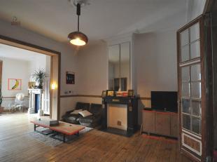 Appartement met 3 slaapkamers dat bruist van karakter. Een mooie synergie tussen authenticiteit en design-elementen. De ruime leefruimte vormt een luc