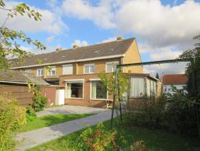 Rustig gelegen gezinswoning met 3 slaapkamers en garage. De ligging van deze woning biedt u vlotte verbinding met het centrum van Brugge, scholen, win