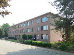 Rustig gelegen 2 slpk appartement op de eerste verdieping van een kleine gemeenschap. Garagebox beschikbaar mits meerprijs.