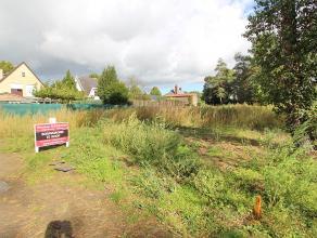 Perceel bouwgrond voor open bebouwing. Gelegen in een rustige straat op 200m van R6 (ringweg richting E19 Mechelen-noord) met een oppervlakte van 5a91