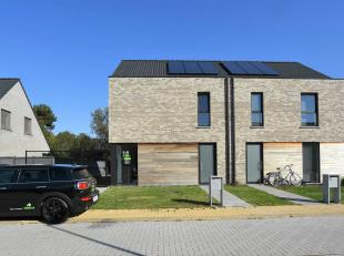 Nieuwbouw woning nabij het centrum van Eeklo met drie slaapkamers, staanplaats en afgesloten tuin met deels overdekt terras. Deze woning leent zich pe