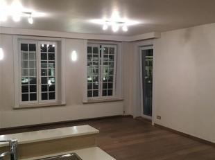 Ben je op zoek naar een modern appartement met zicht op het prachtige stadhuis van Oudenaarde? Dit 1 slpk appartement omvat een inkomhall met vestiair