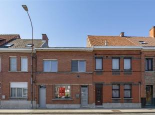 Deze te verbouwen woning heeft heel wat potentieel. De woning is centraal gelegen, dichtbij het centrum van Oudenaarde, dichtbij winkels en scholen. D