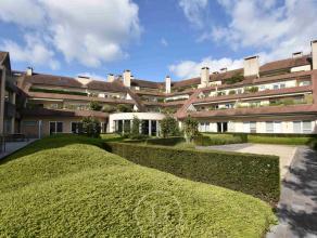 Deze sublieme penthouse situeert zich op een boogscheut van het stadscentrum van Brugge, dit in een oase van rust te Kristus-Koning. Het appartement o