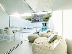 Uniek herenhuis genietend van een perfecte locatie in en uit de stad, een charmante uitstraling, heel comfortabel en cosy. Hoge plafonds, lambrisering