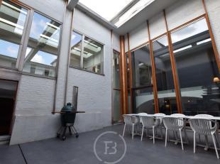 """Deze unieke loft bevindt zich in de voormalige brouwerij """"de Drye Ceuninghen"""", gelegen in het hartje van Brugge. De loft bestaat uit twee verdiepingen"""