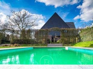 Prestigieuze, door groen omgeven villa beschikt over grote lichtrijke volumes en alle moderne comfort. Een ruime praktijk +/- 100m² met aparte to