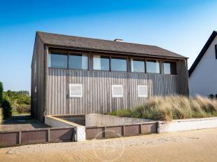 Aan onze voornamelijk met hoogbouw gevulde kustlijn verschuilt zich hier en daar een zeldzame parel. In 1962 ontwierp architect Peter Callebout dit su