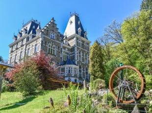 Het kasteel Chateau Du Rys De Mosbeux is een charmant kasteel daterend uit 1881, opgetrokken in natuursteen en arduin van de streek. Het is gelegen in
