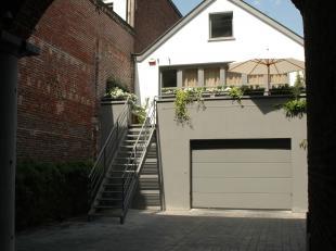 Appartement duplex ou plutôt une arrière maison dun raffinement ultime juste à coté de la rue Antoine Dansaert, dans une pe