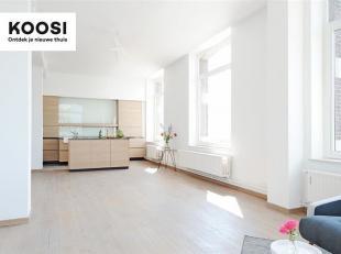 Kom binnen in dit prachtige en grote appartement gevestigd in het Entrepot de Congo langsheen de stroom die Antwerpen sinds jaar en dag haar grandeur