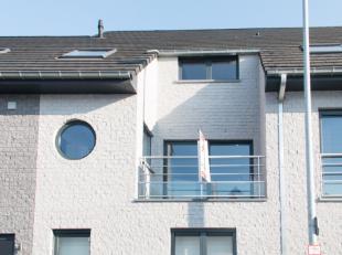 Luxueus duplex appartement op de 1ste verdieping met lift. het appartement omvat : inkomhal, ruime woon- en eetkamer, open keuken met alle hedendaags