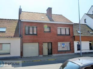 Deze zeer ruime te renoveren woning situeert zich in het centrum van Rollegem-Kapelle (deelgemeente van Ledegem), op wandelafstand van scholen, openba