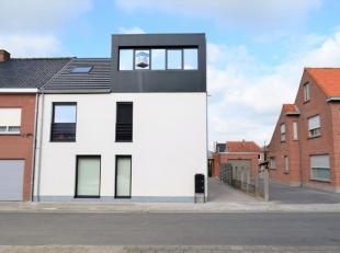 Nieuwbouwappartement met topligging vlakbij het centrum van Ardooie. Bij het ontwerp werd gestreefd naar een mooie architectuur in een hedendaagse, ti