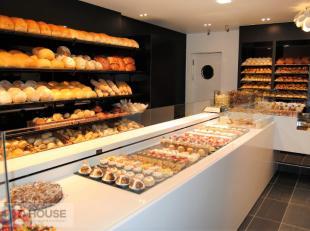 RUMBEEKSESTEENWEG 108 - ROESELARE<br /> Handelszaak met woonst te koop<br /> Deze uiterst goed gelegen bakkerszaak met woonst ligt langs een van de be