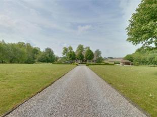 Bent u op zoek naar een uitzonderlijk landhuis, met fenomenaal uitzicht op prachtige velden en natuurgebied en dit op één van de mooiste