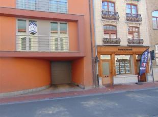 Bent u op zoek naar een ruim appartement gelegen aan de Grote Markt van Poperinge? Dan is dit centraal gelegen twee slaapkamer appartement misschien e
