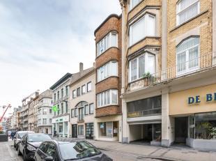 Opbrengsteigendom gelegen in het hart van het historisch centrum van Oostende. Uitermate goed gelegen nabij openbaar vervoer, het Wapenplein, Sint-Pet