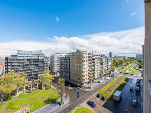 Vernieuwd appartement met prachtig open zicht op het Marie-Joséplein en de Leopold-II laan te Oostende. Gelegen in het hart van de stad in de n